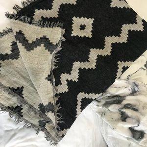Wilfred Aritzia Wool blanket scarf